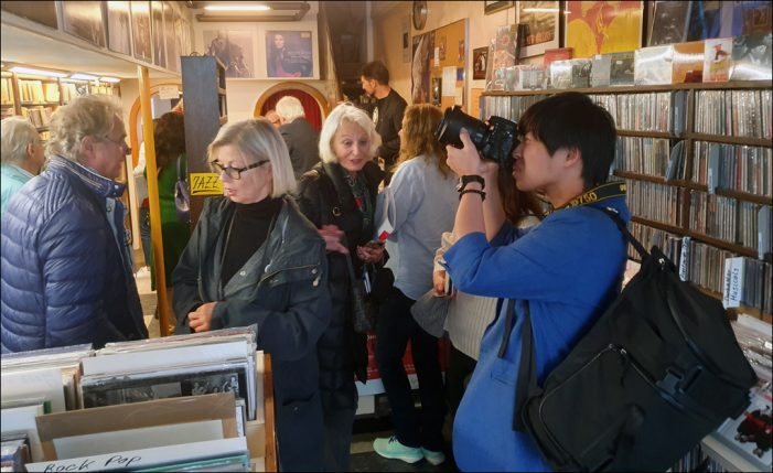 Internationale Journalistengruppe besuchte Duisburgs Plattenläden