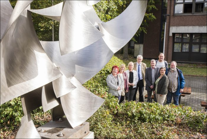 """Duisburg-Huckingen: Einweihung der Skulptur """"Licht- und Luftfänger"""" von Will Brüll"""