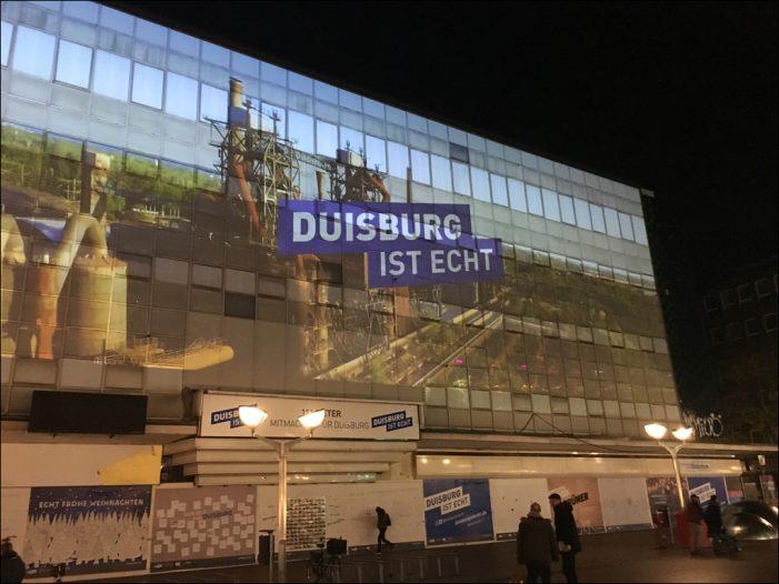 DUISBURG IST ECHT startete mit Großprojektion auf der Düsseldorfer Straße