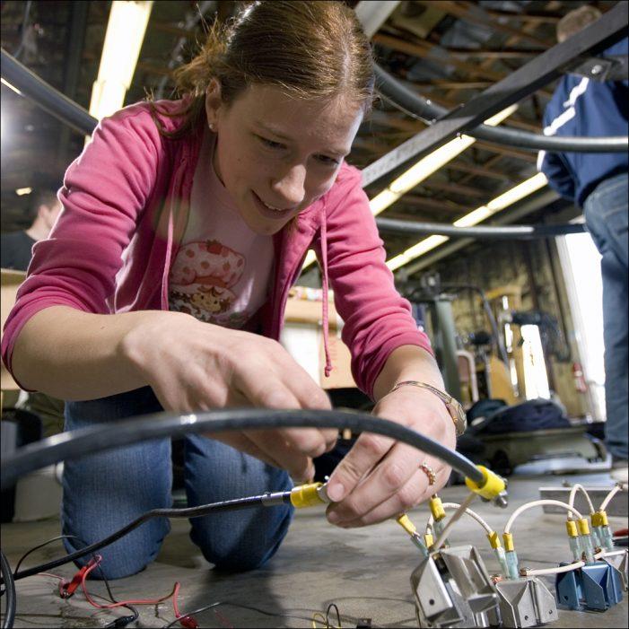 Unternehmerverband rückt MINT-Berufe in den Fokus: Junge Leute für Technik in der Arbeitswelt begeistern