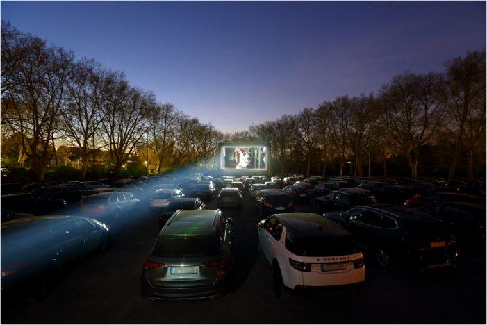 Autokino in Duisburg: filmforum freut sich über ausverkaufte Vorstellungen