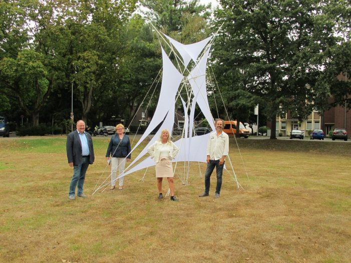 Kunstinstallationen vor den Bezirksämtern: Rheinhausen und Duisburg-Süd