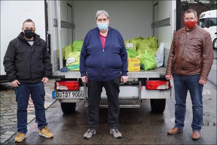 Tafel Duisburg bleibt geöffnet: Beschäftigte der Novitas BKK überreichen Weihnachtsspende für Bedürftige