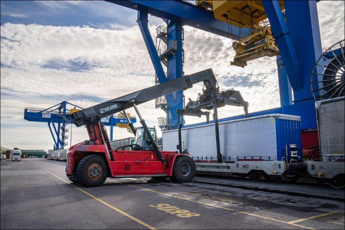 Duisburger Hafen: Partnerschaft für Verlagerung von Lkw-Verkehr auf die Schiene