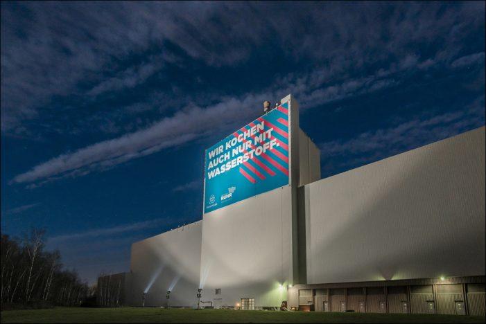 thyssenkrupp Steel: Großplakat an A40 in Bochum hebt Bedeutung von Wasserstoff für eine klimaneutrale Gesellschaft hervor
