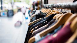UDE-Studie zu bewusstem Kleidungskauf: Shoppen neu lernen