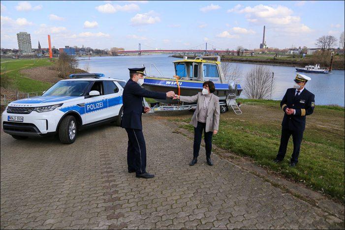 Duisburg: Neue Geländewagen mit trailerbarem Boot für die Wasserschutzpolizei NRW