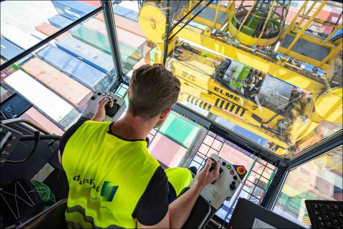 Beständigkeit in Krisenzeiten: Über 50.000 Arbeitsplätze vom Duisburger Hafen abhängig