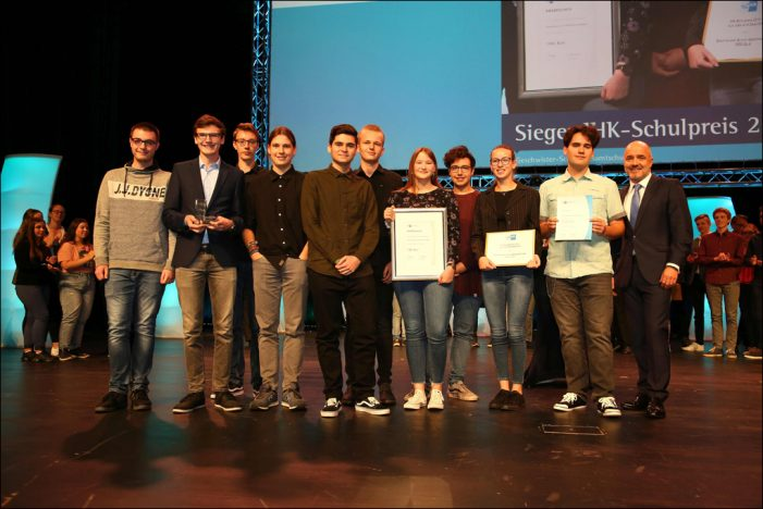 CEOs von der Schulbank: 14 Schülerfirmen kämpfen um den Schulpreis der Niederrheinischen IHK