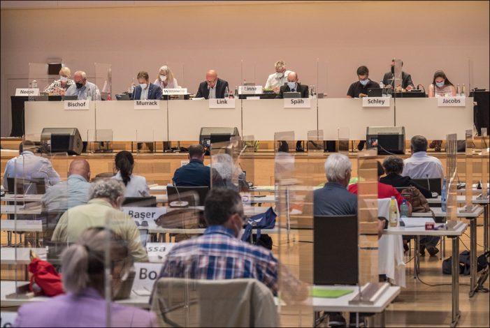 Letzte Ratssitzung vor den Sommerferien in der Mercatorhalle Duisburg