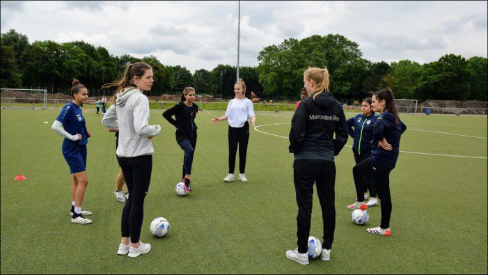Mädchenfußball in Duisburg-Marxloh: Neun neue Jugend-Coaches für den SV Rhenania Hamborn