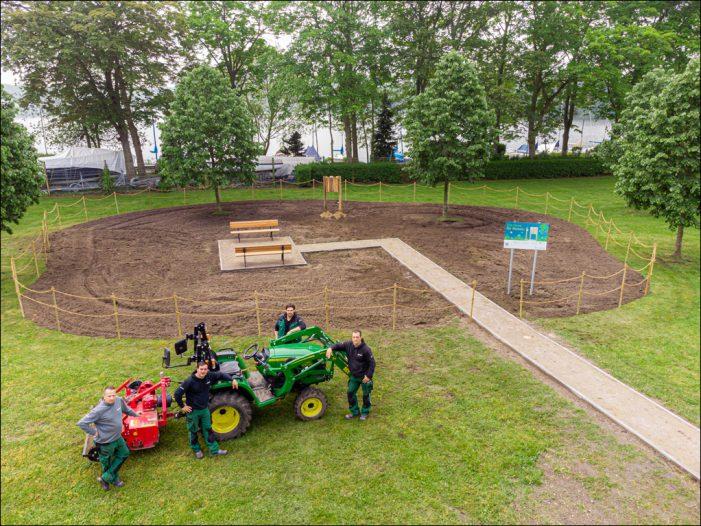 Zuwachs in Wedau: Vonovia unterstützt in Duisburg Wildbienen mit Nisthilfen und wilder Wiese