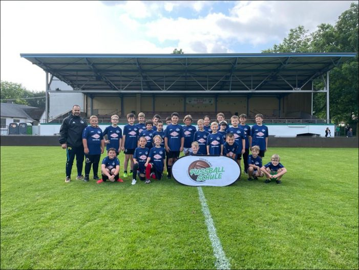 Sommer-Camp der Fussballschule Grenzland in Duisburg-Hamborn mit 26 Kids