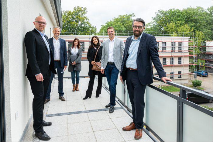 Vonovia zeigte Oberbürgermeister Sören Link das neue Quartier in Duisburg-Hüttenheim
