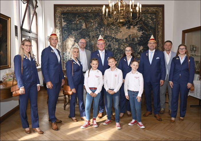 Oberbürgermeister Sören Link empfing die Prinzen- und Kinderprinzen-Crew