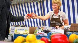 Großes Fest zum Jubiläum: Big Bang Bauernmarkt lädt zum Feiern auf die Königstraße ein