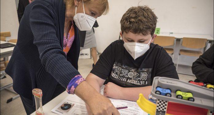 """Neues PhänomexX-Labor in Duisburg: Schüler lernen """"Schätzen und Messen"""""""